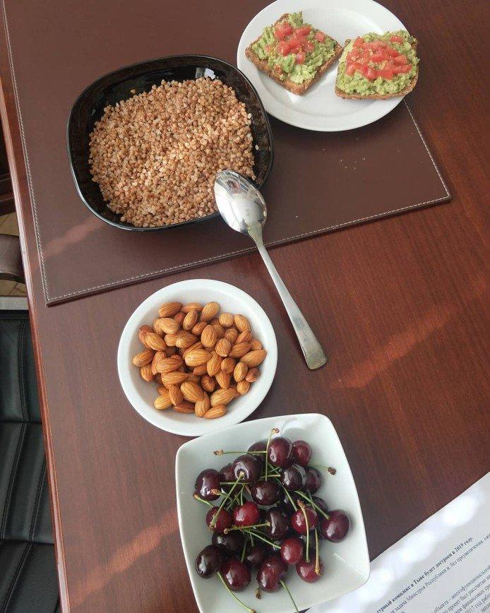 Скромно и умеренно: Николай Валуев показал свой обычный завтрак