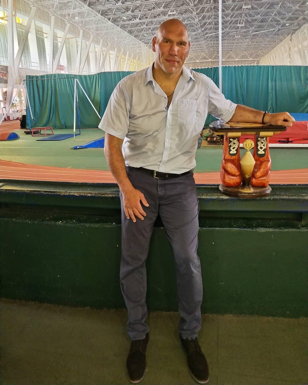 Борщ и котлеты: Николай Валуев показал свой скромный обед после тренировки
