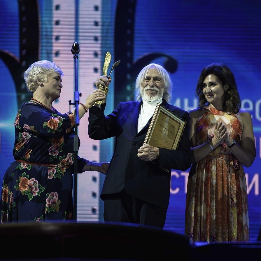 Накануне 85-летия Пьер Ришар зажигательно станцевал на сцене в Ессентуках