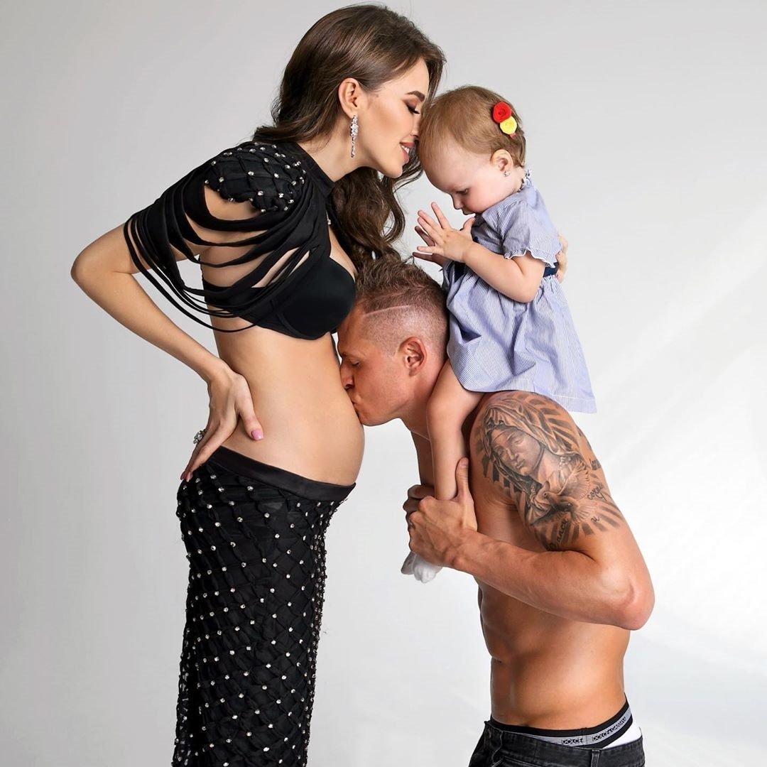 Мы мечтали о погодках: Анастасия Костенко и Дмитрий Тарасов ждут второго ребенка