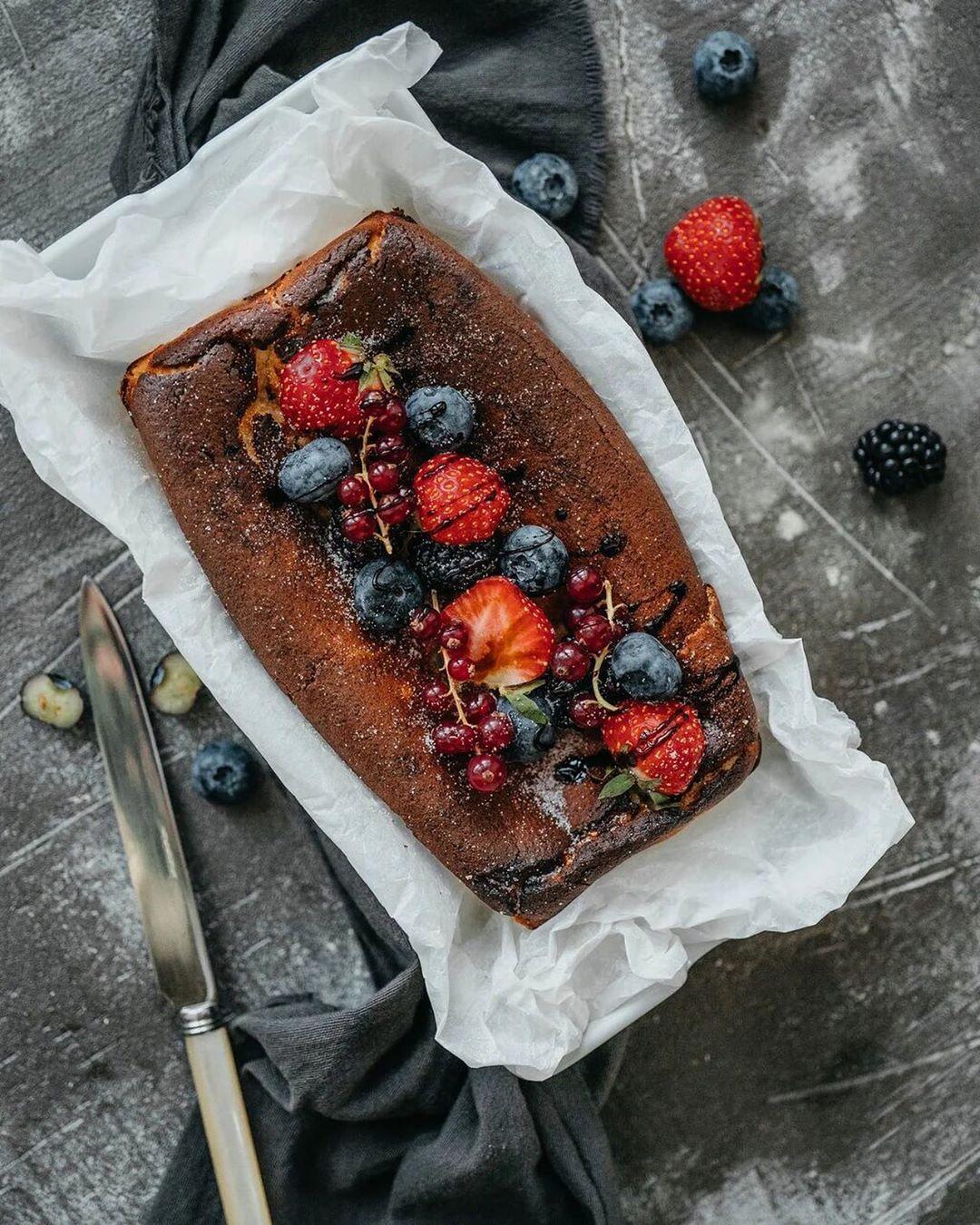 Сплошная польза: творожная запеканка с маслом гхи и ягодами