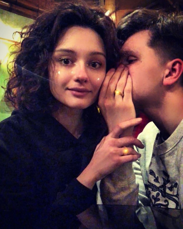 18-летняя дочь Любови Толкалиной и Егора Кончаловского объявила о помолвке