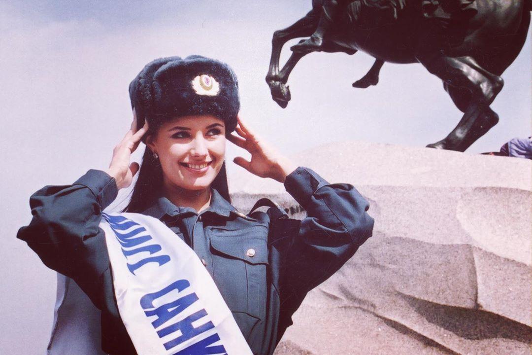 Оксана Федорова вспомнила о годах службы в милиции (ей очень шла милицейская форма!)