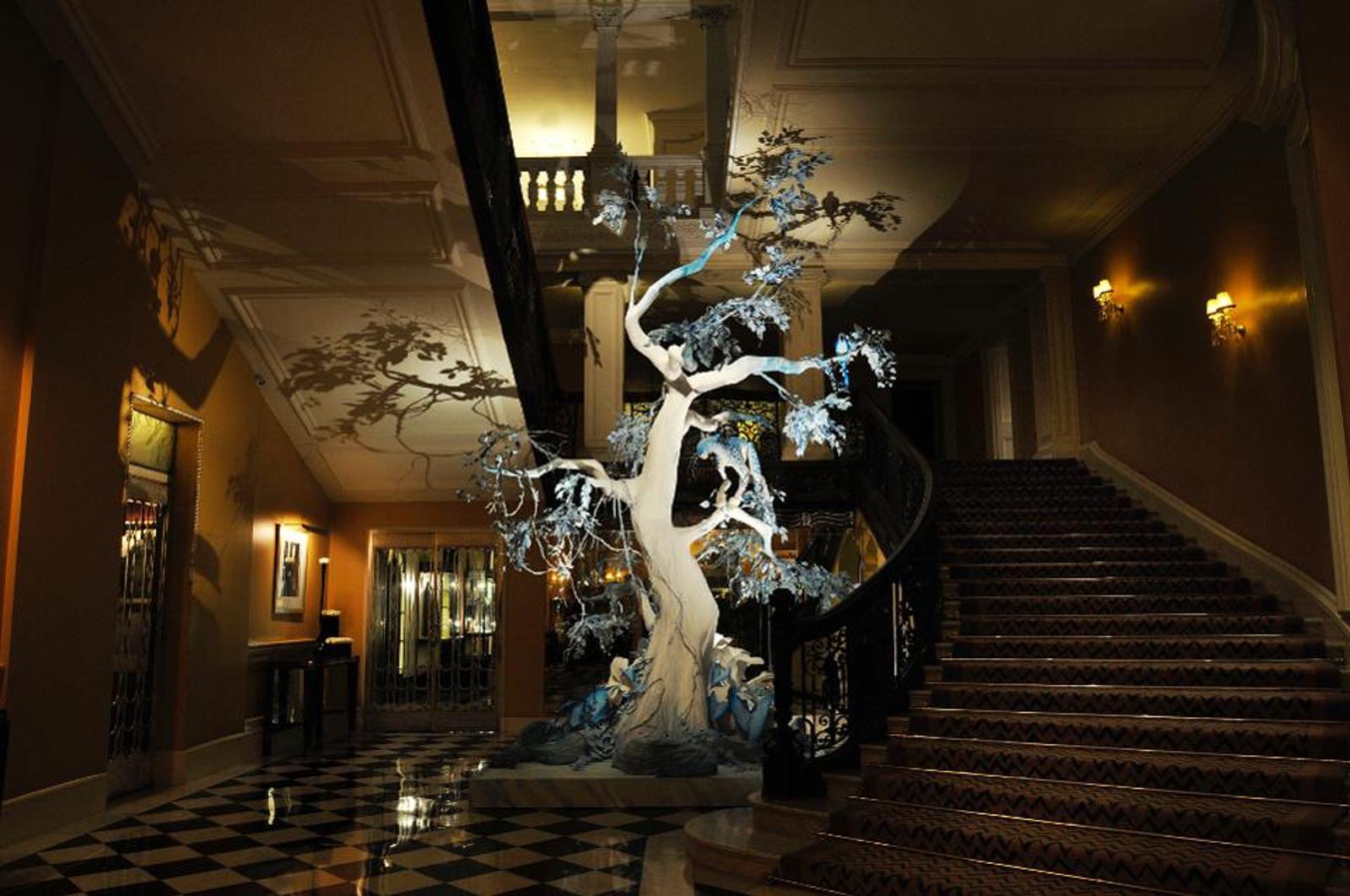 Новогодняя елка haute couture: каким видят главный символ праздника модные дизайнеры