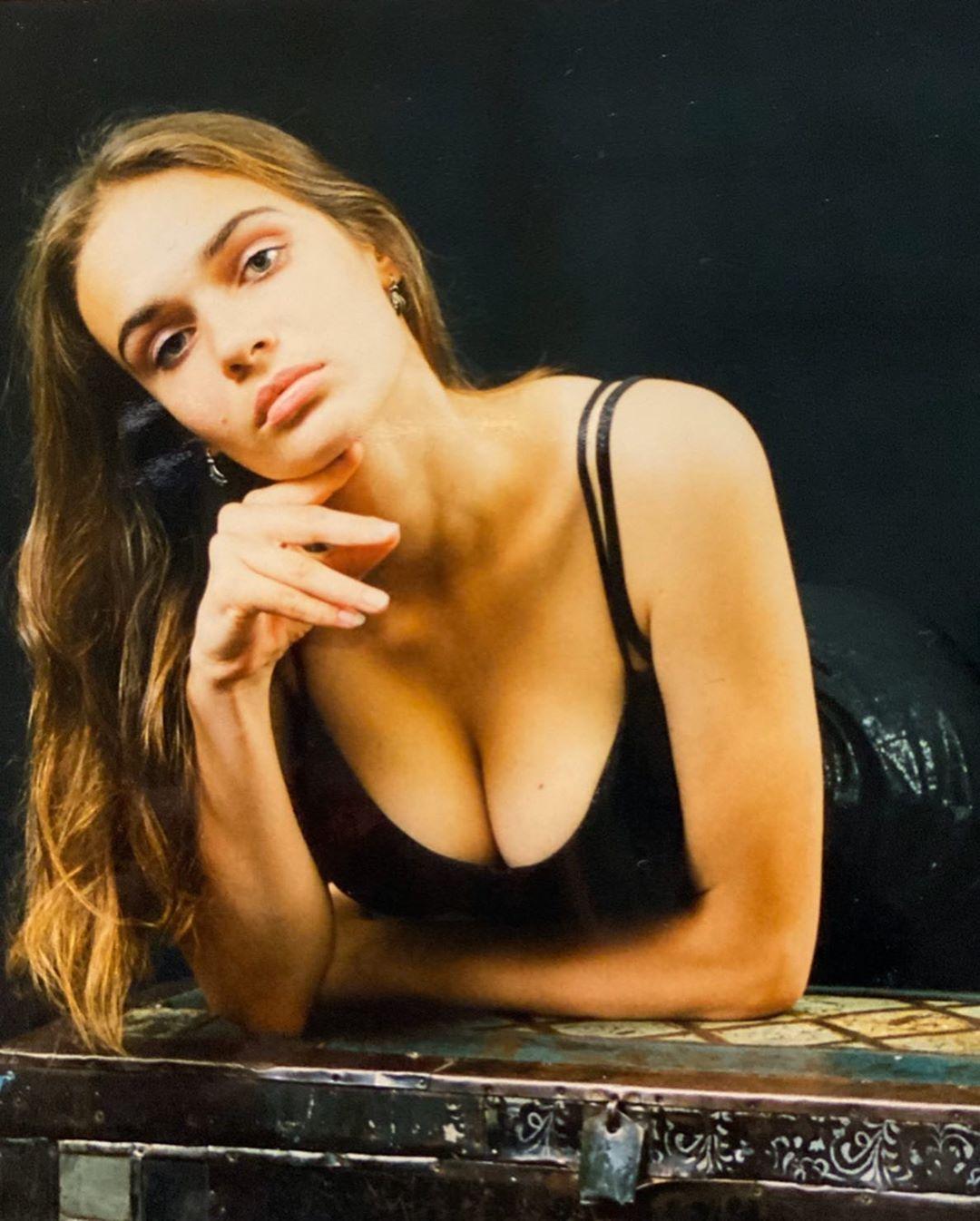 Тюмень, лето, мне 16: Алена Водонаева показала фотосессию 20-летней давности