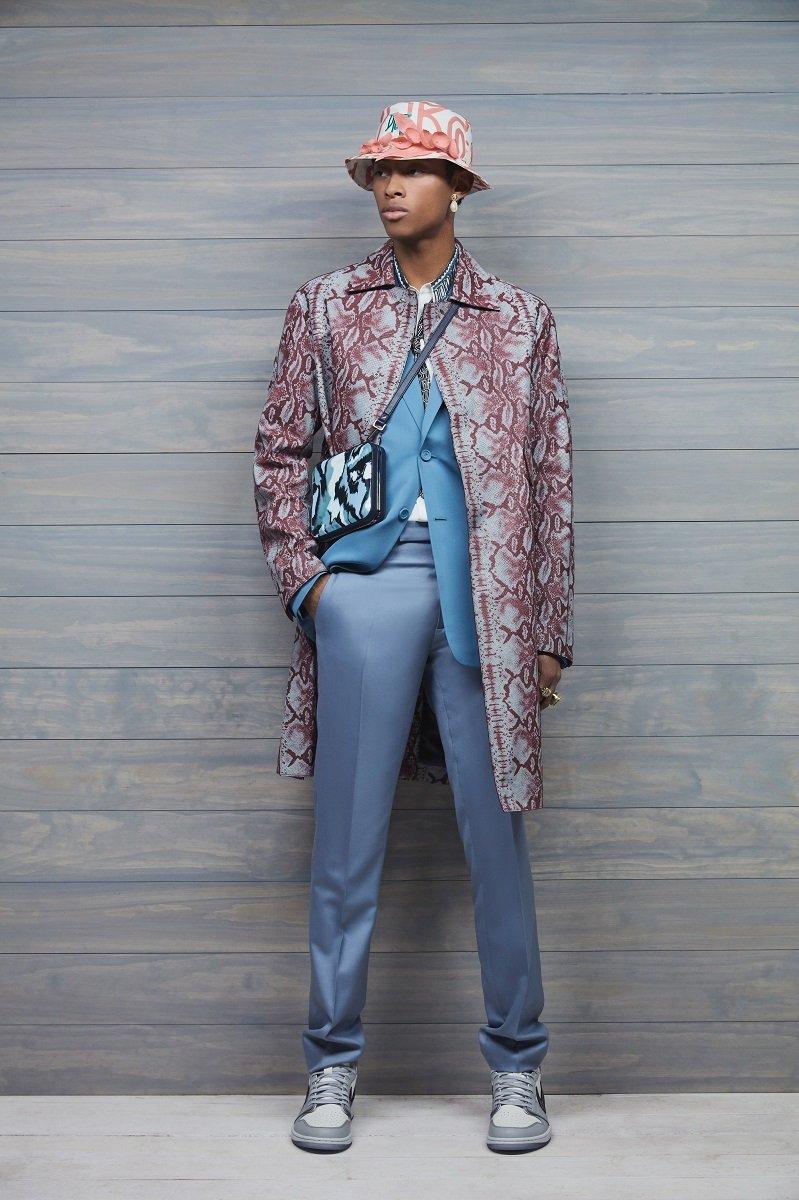 Цветы, змеиный принт, французский берет: Dior представил мужскую коллекцию 2020