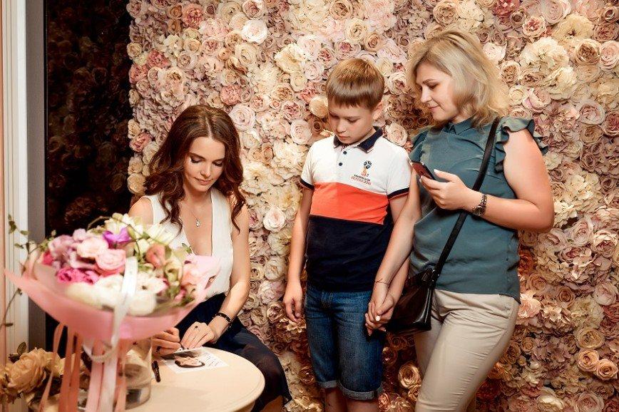 Елизавета Боярская очаровала своих поклонников на открытии бутика в Новороссийске