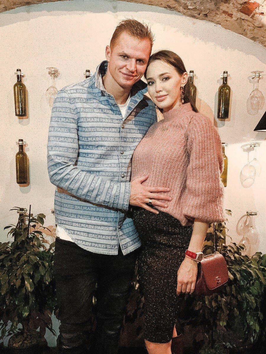 Наталья Рудова, Дмитрий Тарасов и беременная Анастасия Костенко оторвались на концерте рэпера T-Killah