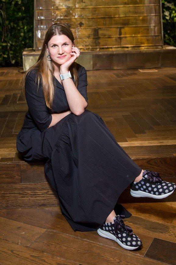 Как носить обувь Jog Dog: советуют Юлия Савичева, Настя Стоцкая и Юлианна Караулова