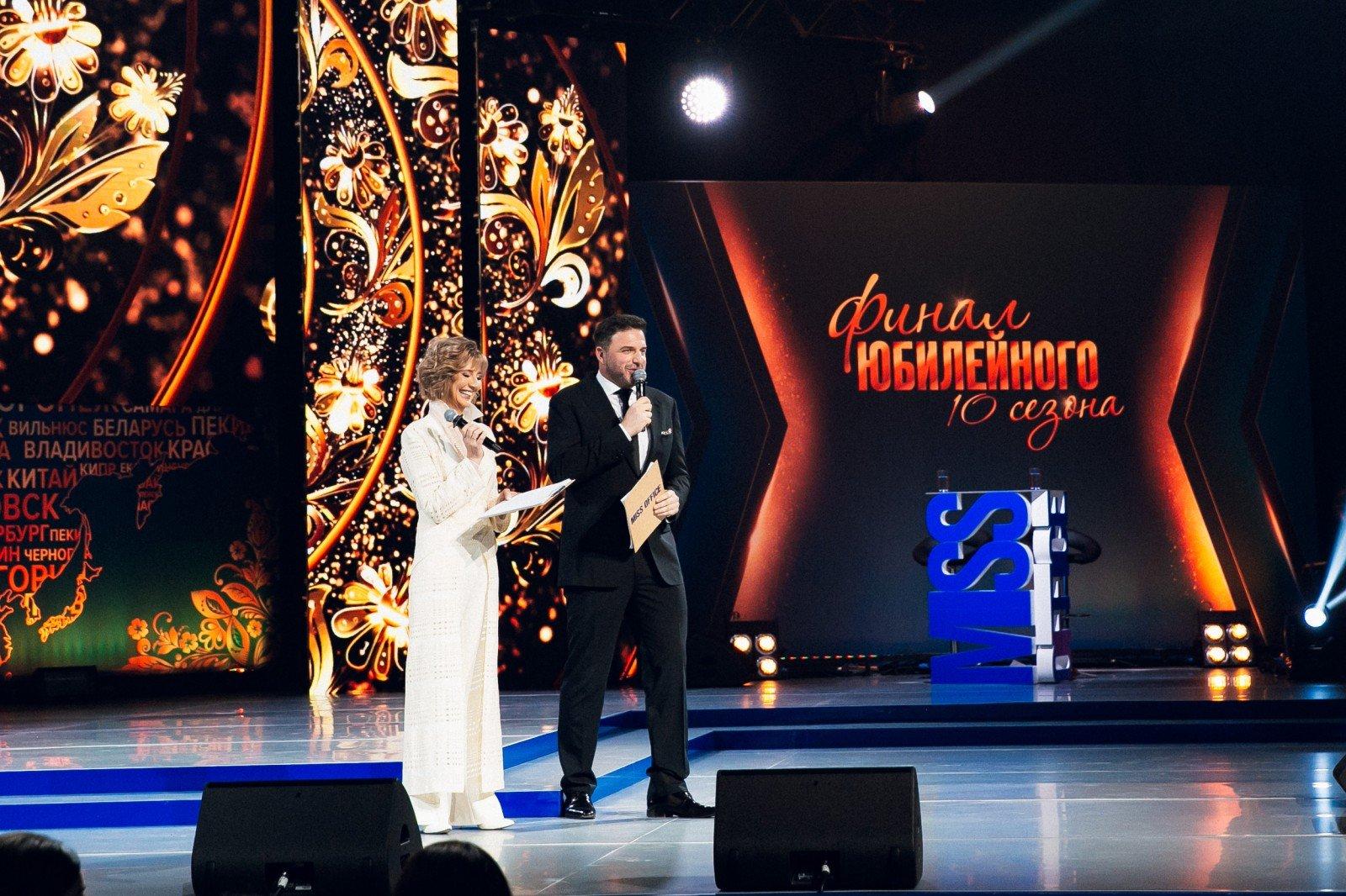 Валентин Юдашкин выбрал самую красивую сотрудницу офиса