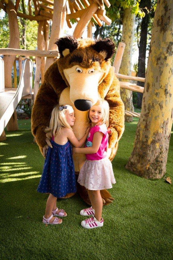 «Маша и Медведь» поселились в парке развлечений в Италии