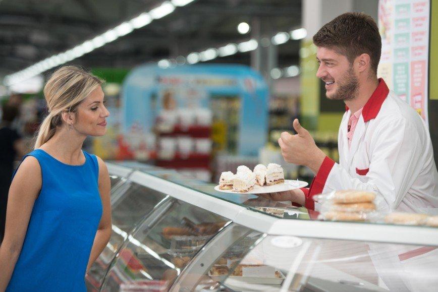 Если от многого взять немножко: кто те люди, которые пробуют еду в супермаркетах