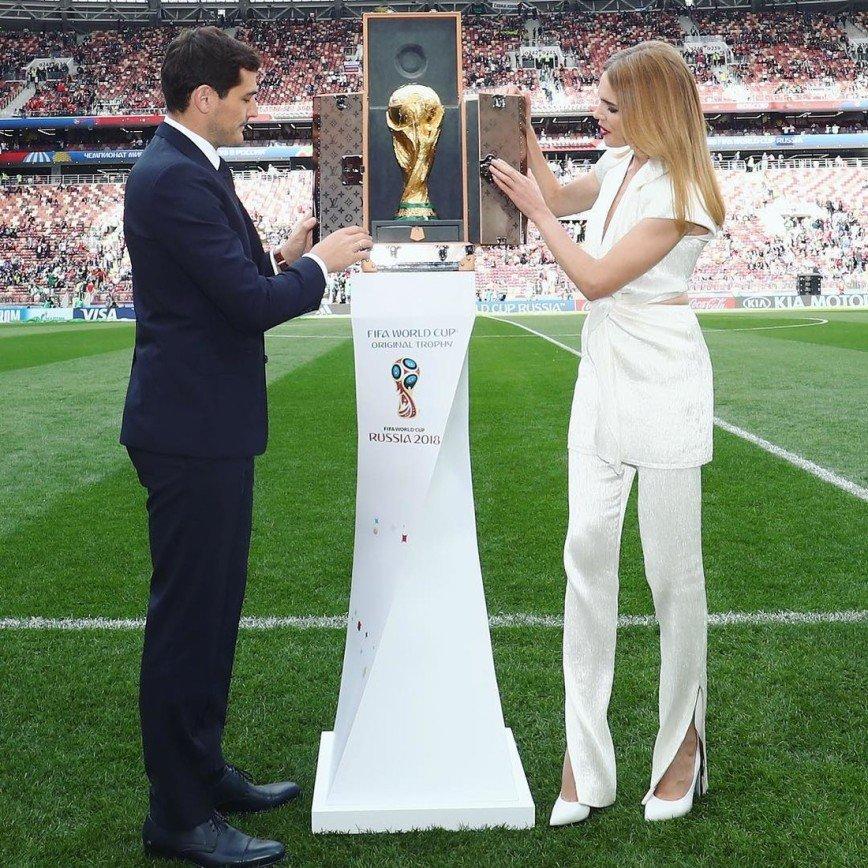 Кубок мира перед финалом ЧМ-2018 вынесут на поле Наталья Водянова и Филипп Лам