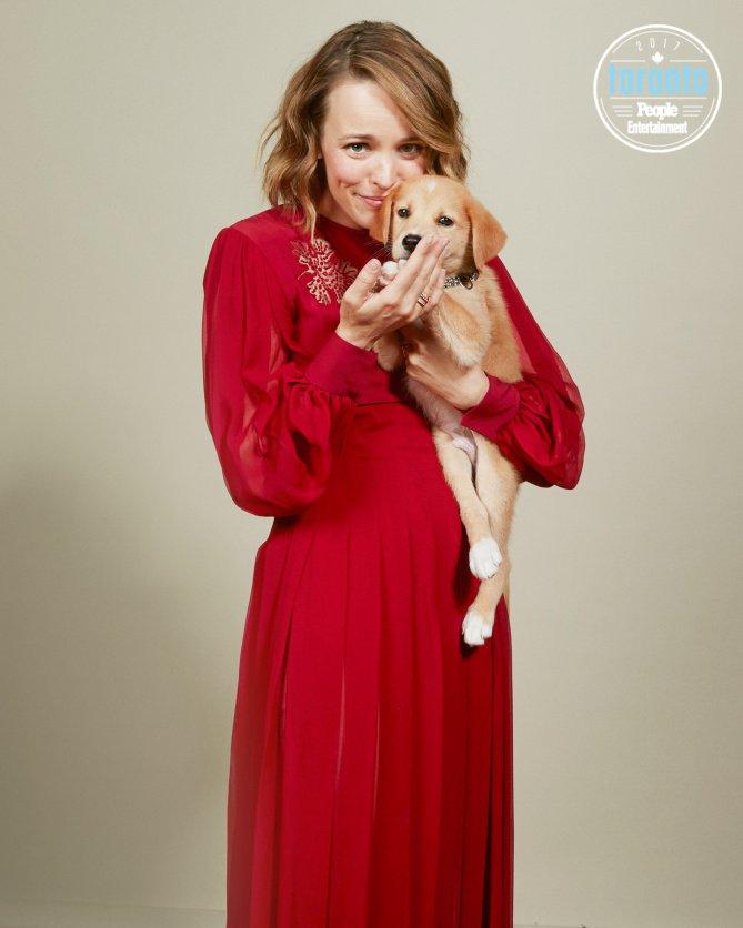 Не умрите от умиления: знаменитости сфотографировались с приютскими щенками Торонто