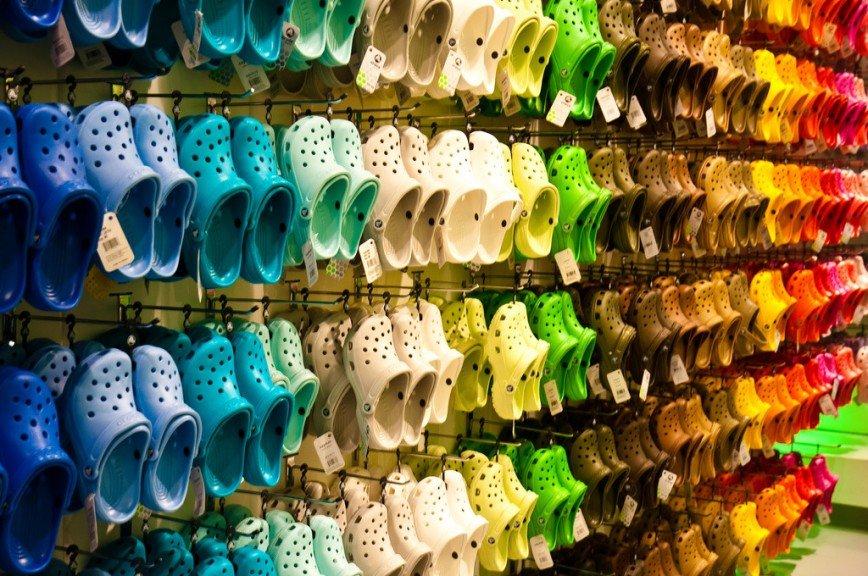 Компания Crocs объявила о закрытии собственных фабрик по производству обуви