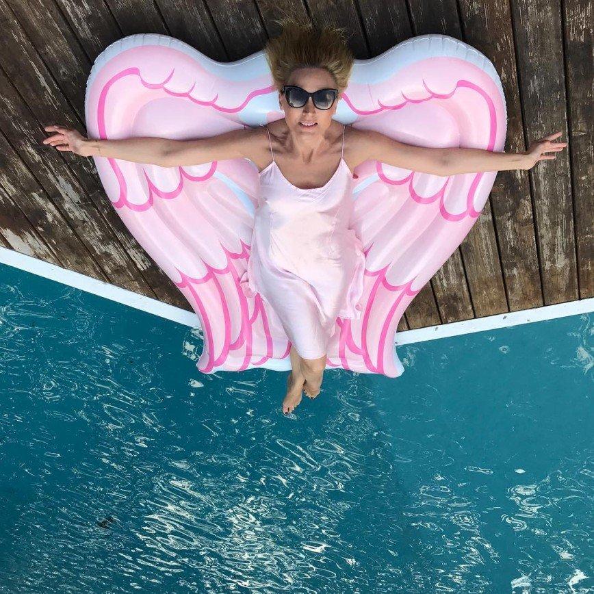 """""""Просто настоящий ангел"""": Кристина Орбакайте сообщила, что у нее есть крылья"""