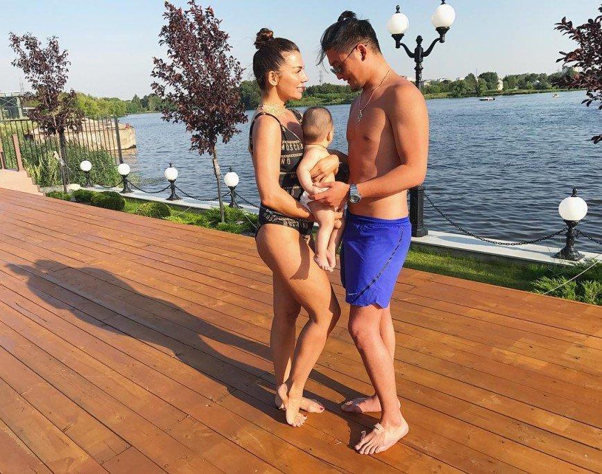 Седокова намекнула на отца своего третьего ребёнка