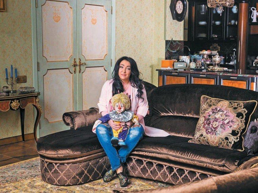 Лолита Милявская надула презерватив в честь грандиозного события