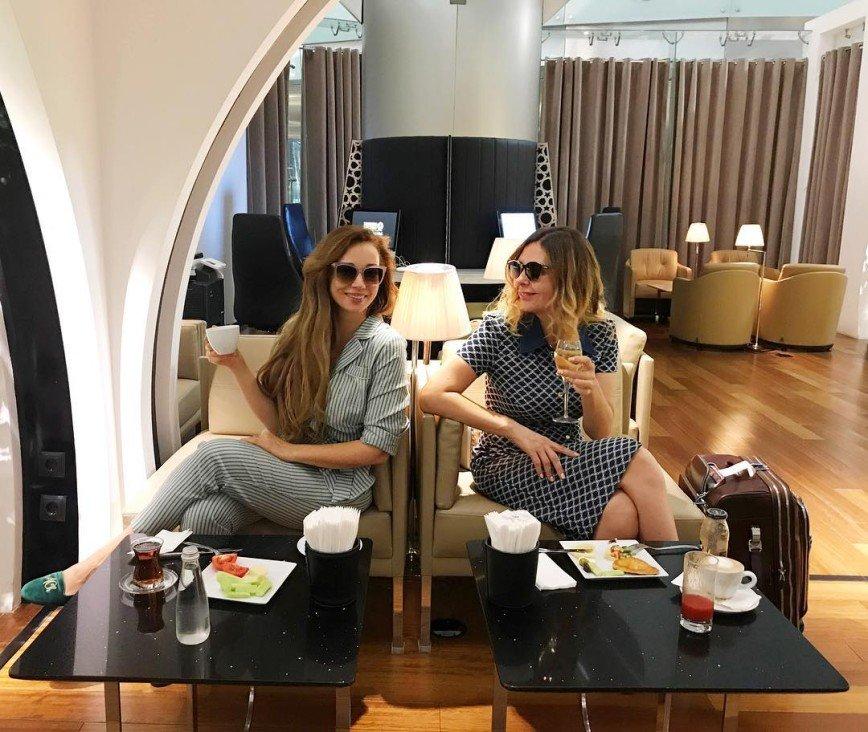Анфиса Чехова уехала с подругой в Турцию
