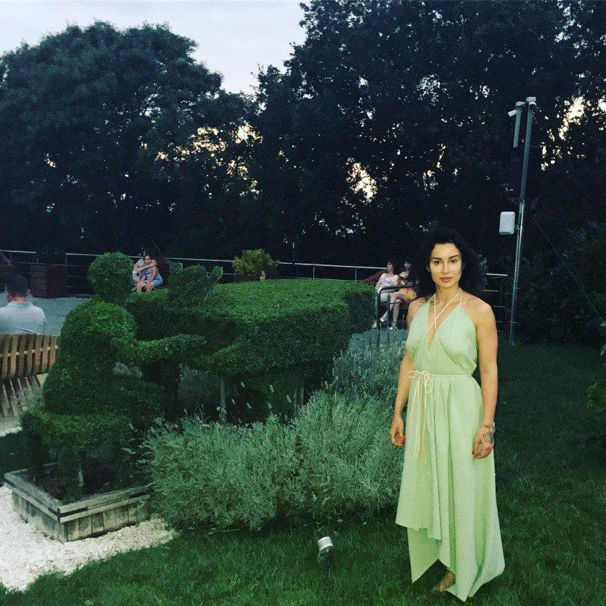 «Неужто беременна?»: Тина Канделаки подобрала неудачный наряд