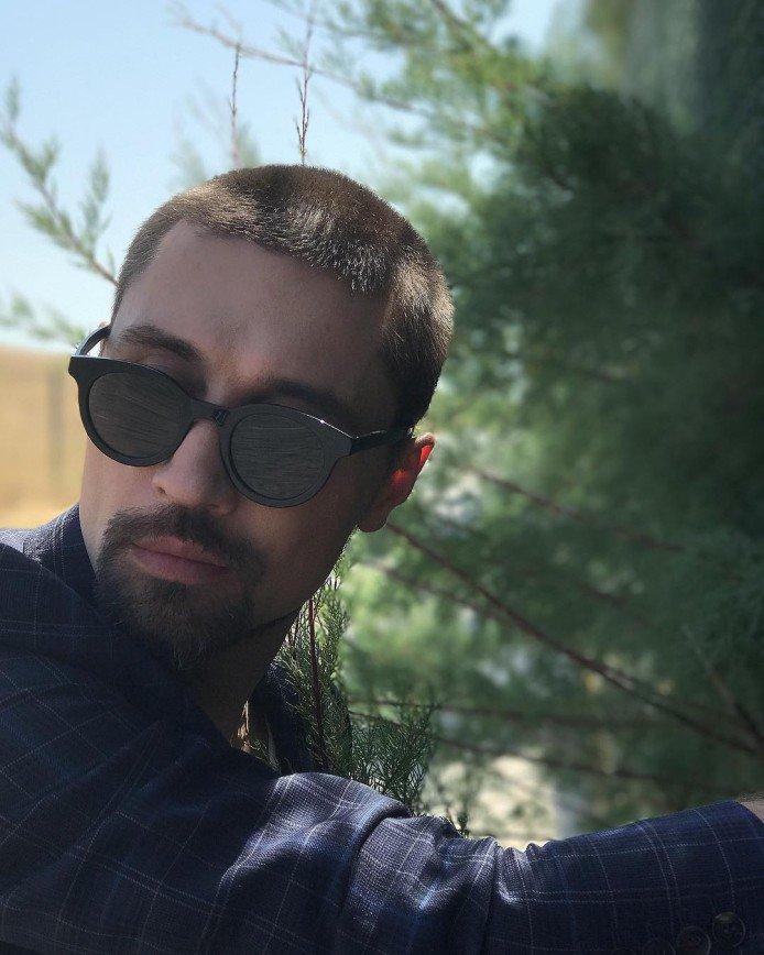Дима Билан скрывает свой внешний вид из-за переутомления