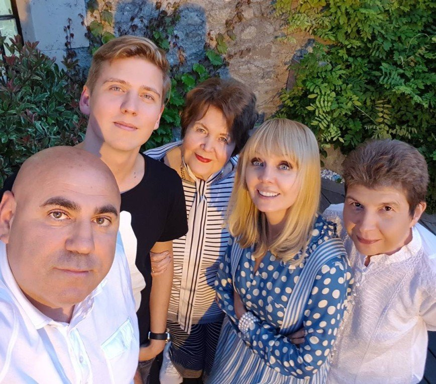 «Ужин с любимыми»: Валерия проводит выходные в кругу семьи во Франции