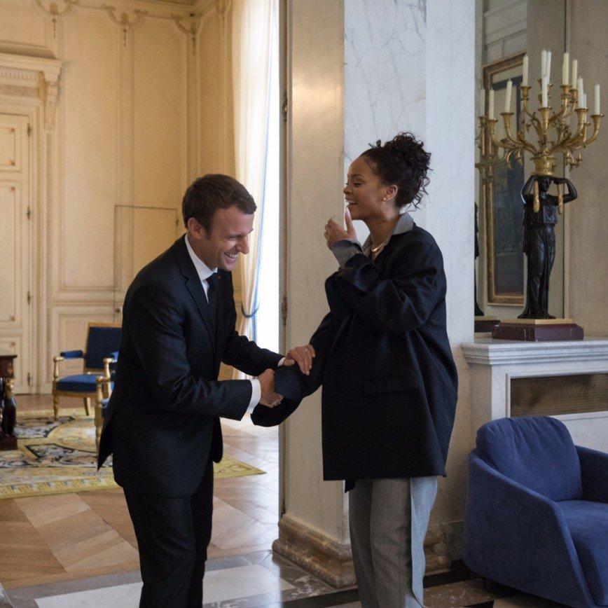 Рианна в отцовском пиджаке встретилась с президентом Франции