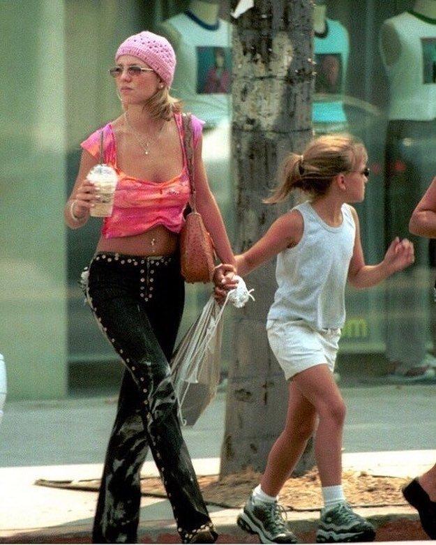 Бритни Спирс напомнила всем,  как плохо она одевалась в 2000-е