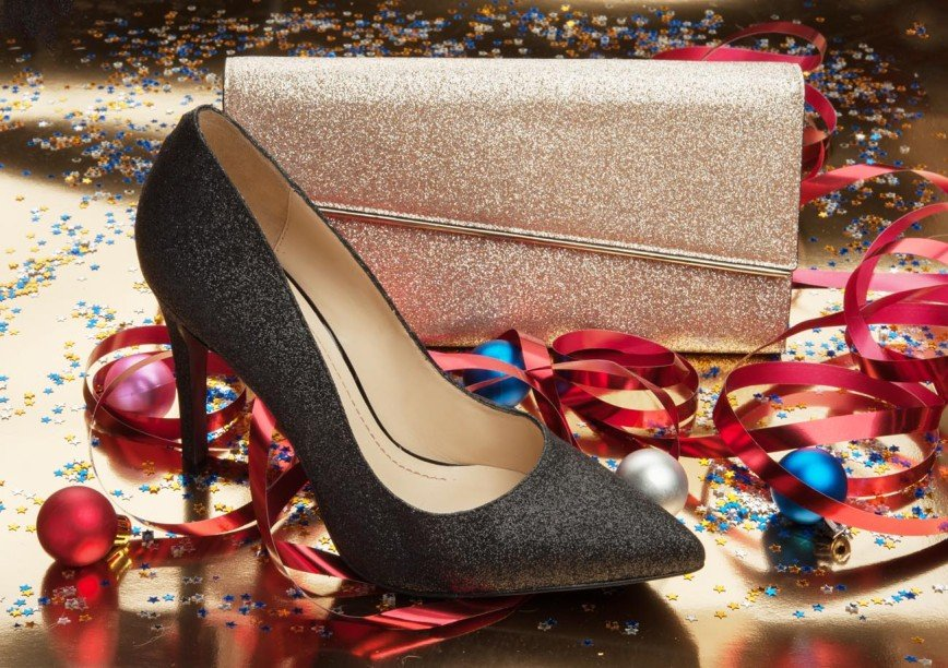 Кроссовки, валенки, смешные каблуки: как выбрать обувь для новогодней ночи