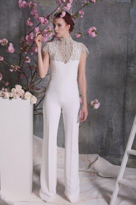 a41616dd122dfb9 Уж замуж невтерпеж: как черный цвет, брюки и перья стали хитами свадебной  моды
