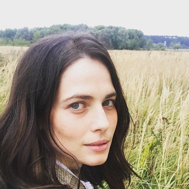 Юлия Снигирь отправляется за тишиной в поле
