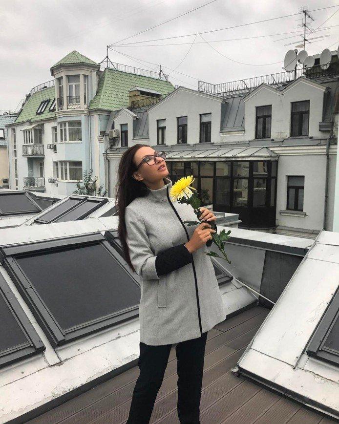 «Серый тоже может быть красивым»: Бледанс забралась на крышу ради фотографий