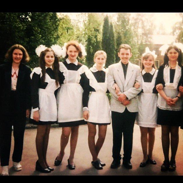 «Найдете меня?»: Юлия Снигирь показала школьное фото
