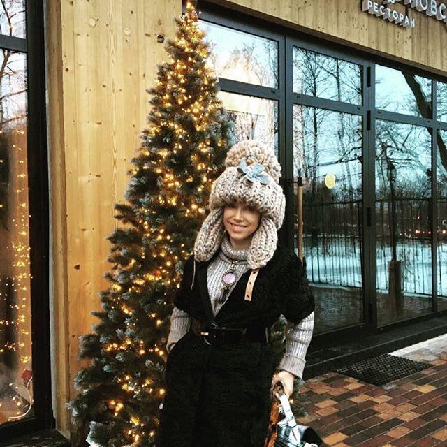 «В джипе упираюсь в потолок»: Елена Воробей похвалилась новой шапкой
