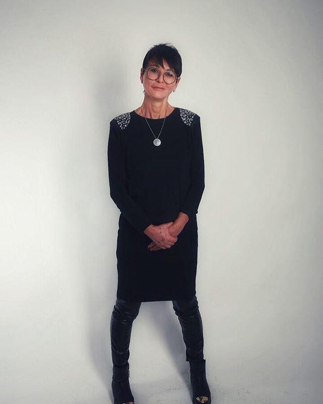 «Чувство меры – дар богов»: Ирина Хакамада призвала одеваться в соответствии с возрастом