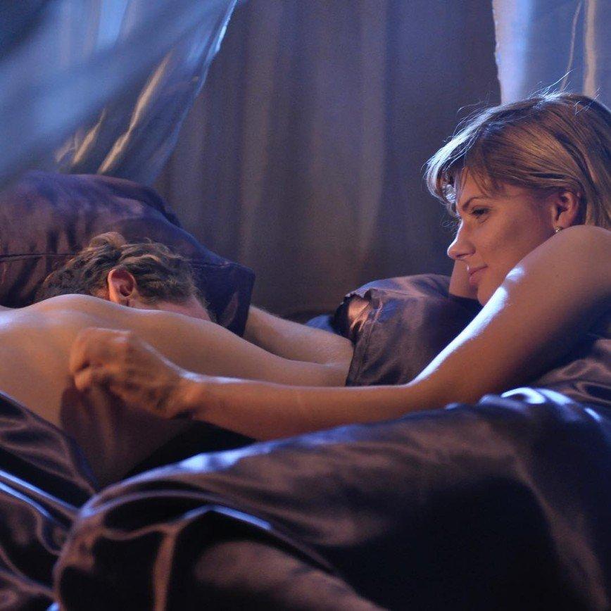 «Обсудим?»: Анастасия Задорожная заинтриговала снимком с мужчиной в кровати