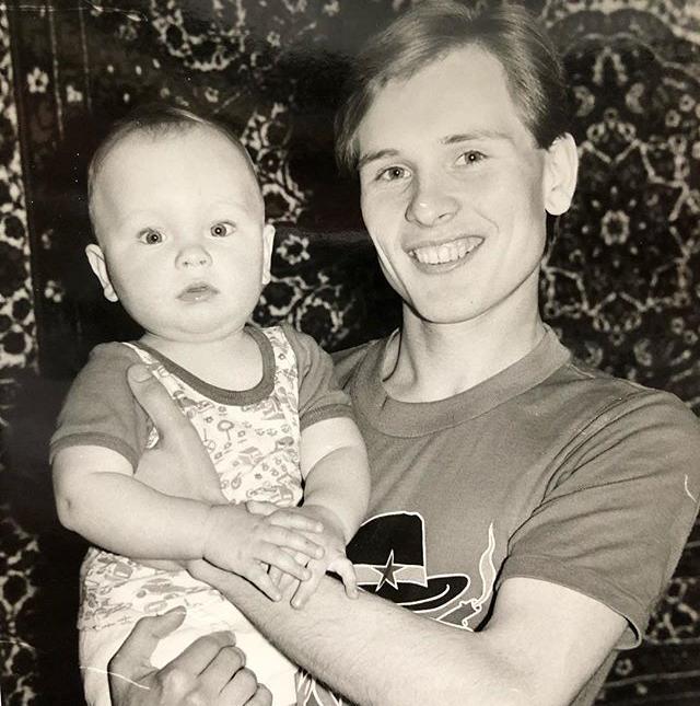 «Какой юный папа»: Александр Малинин показал архивное фото с сыном