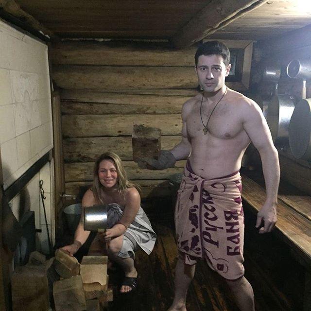 «Старость придёт, а нас нет»: Антон и Виктория Макарские окунулись в прорубь на Байкале