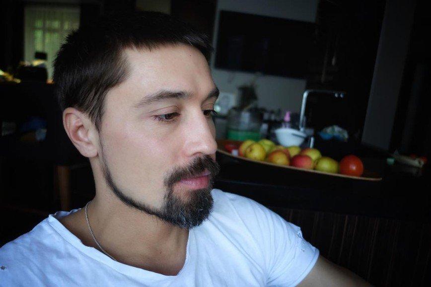 Дима Билан влюбился в микрофон на студии Алсу