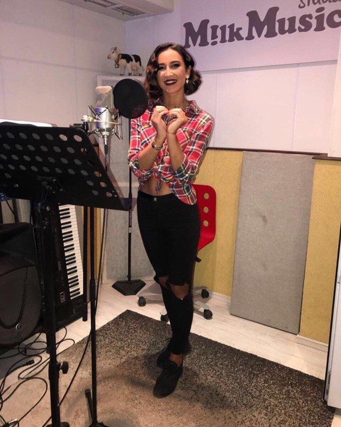 «Я не персонаж, я - личность»: Ольга Бузова расплакалась из-за нападок на ее творчество