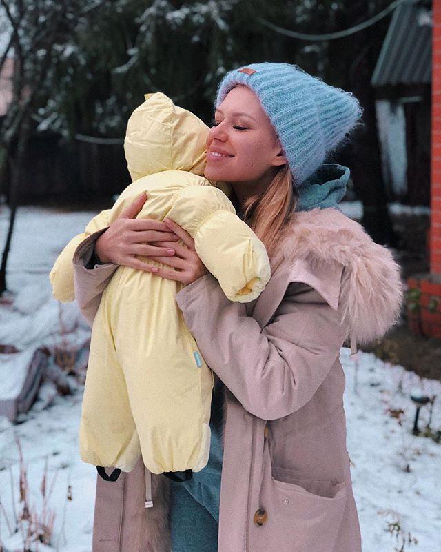 Рита Дакота дала несколько советов по перелету с грудным ребенком