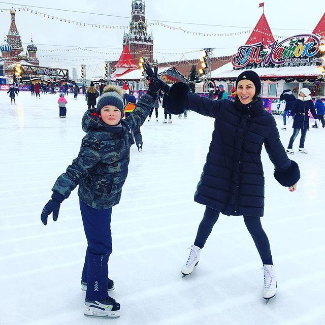 «Вспомнила детство»: Алика Смехова встала на коньки