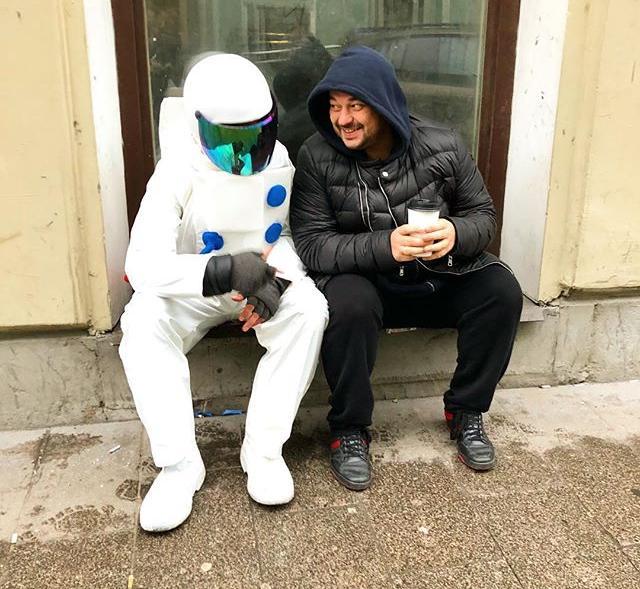 Сергей Жуков на улицах Петербурга встретился с космонавтом