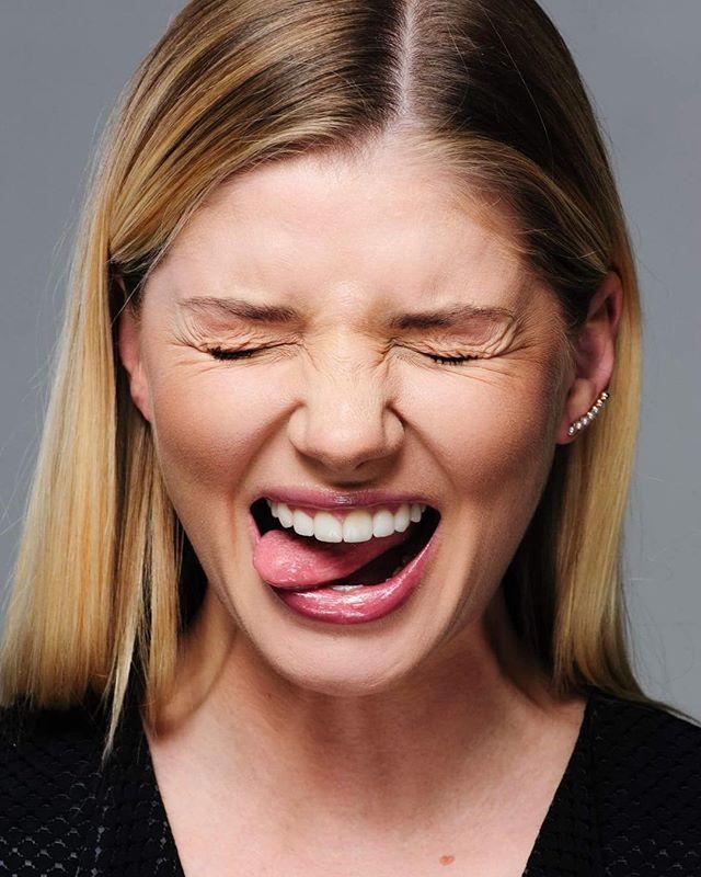 «Блондинкой лучше!»: Анастасия Задорожная показала архивное фото в образе брюнетки