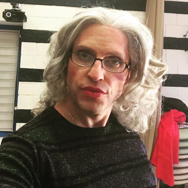 Александр Ревва показал, как могла выглядеть «бабушка легкого поведения»