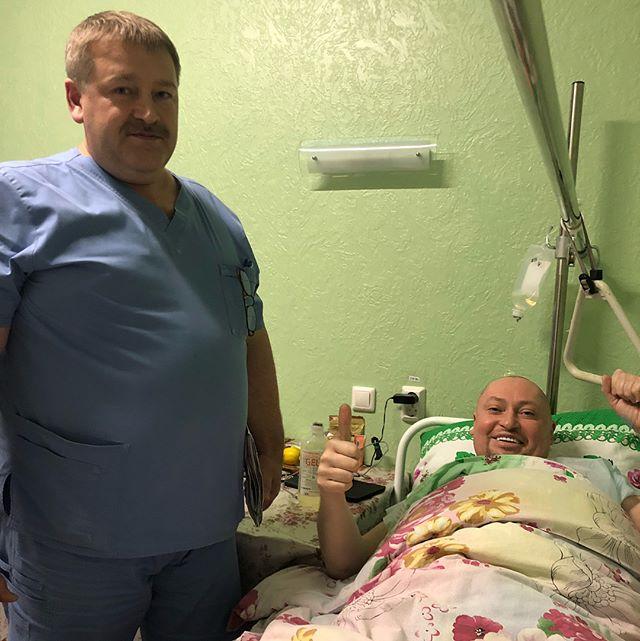 «Ты не верь слезам...»: Шура поблагодарил врачей после сложной операции