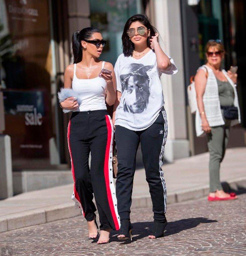 Пугающее сходство: две сестры из Дубая пародируют Кардашьян