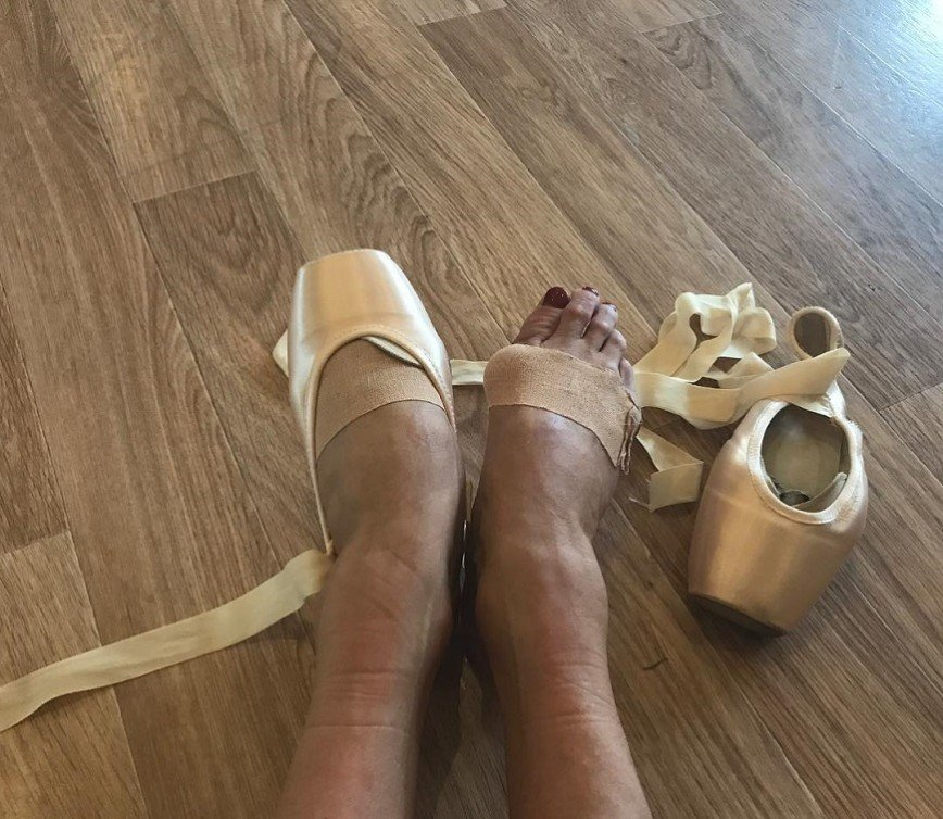 «Все. Сиди дома»: Волочкова показала подписчикам свои ноги
