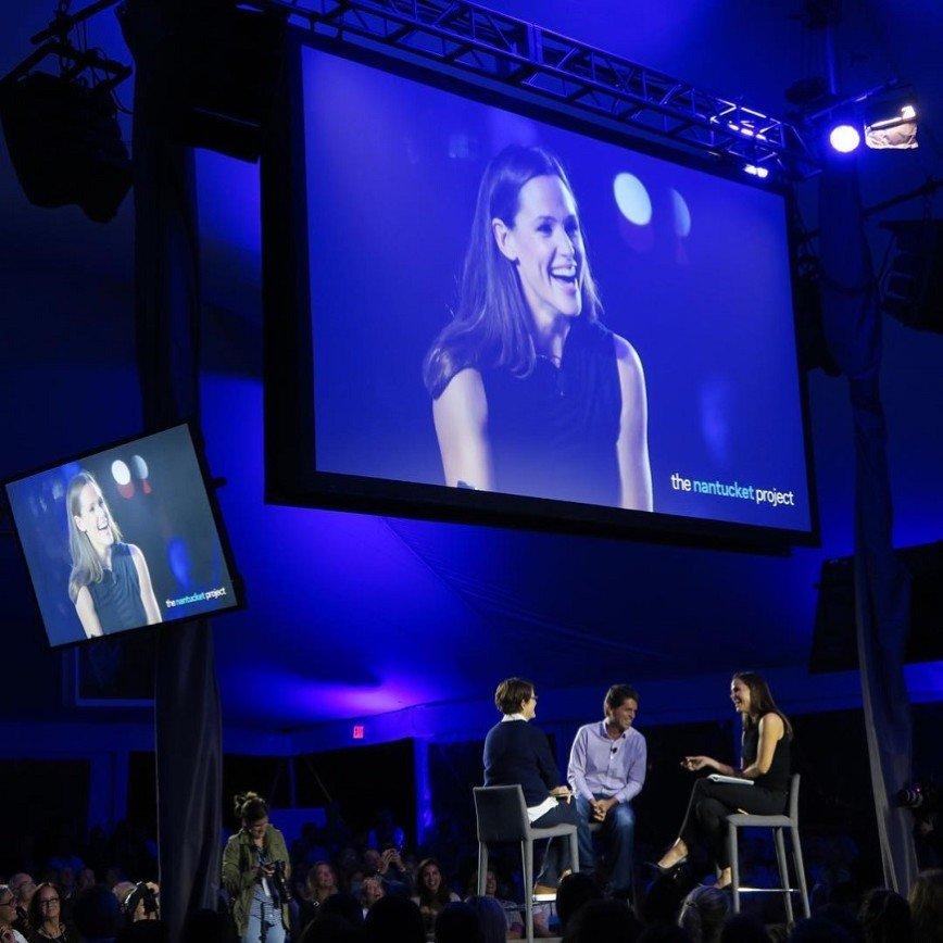 Дженнифер Гарнер показала, как из мамы превращается в деловую леди