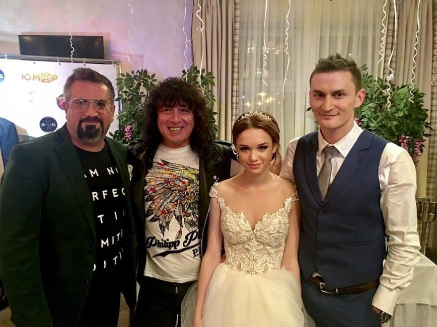 «Из деревни приехала»: Шурыгина собрала на свадьбе попсу 90-х
